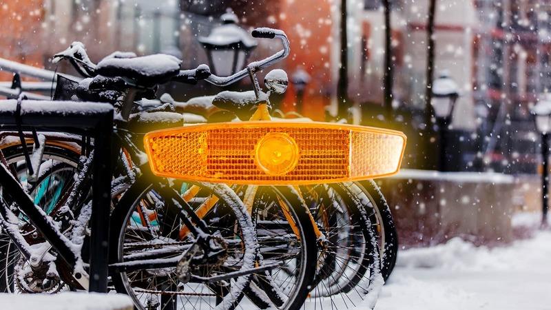 Nie bądź głupcem. Nie wychodź zimą na rower bez odblasków