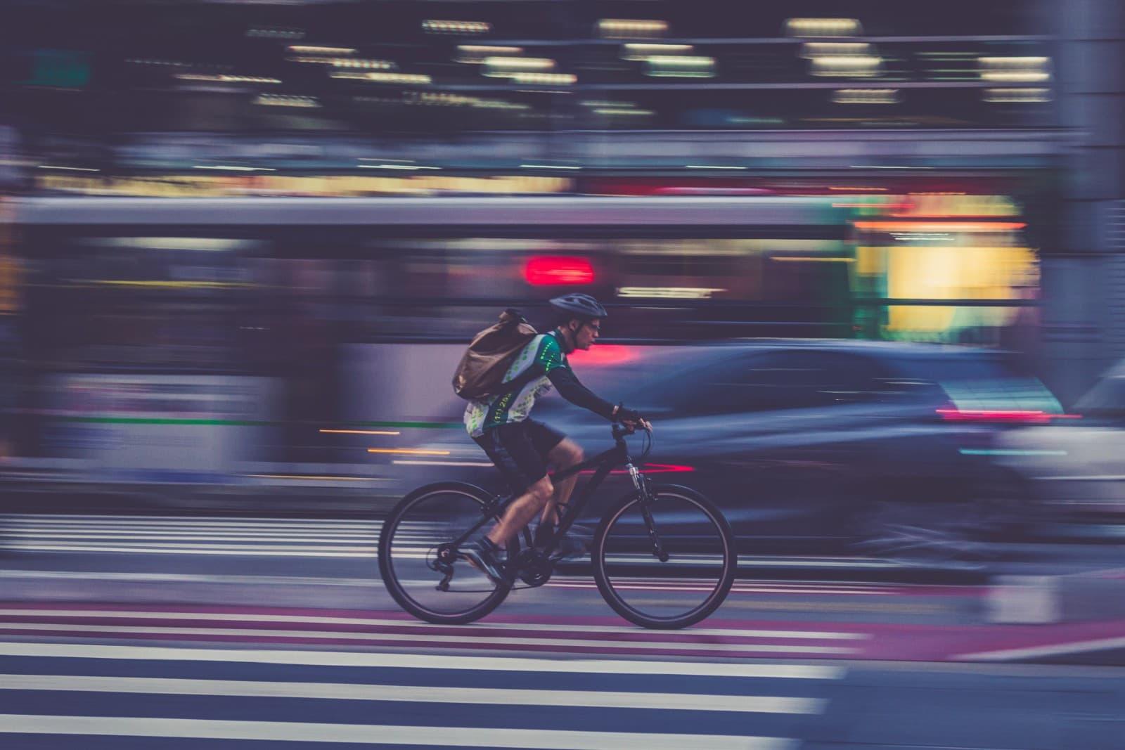 Kierowcy, rowerzyści - uśmiechnijcie się do siebie! Od tego zależy ludzkie życie