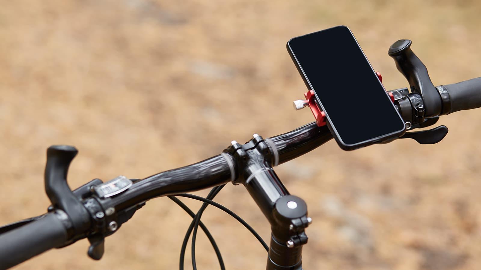 Smartfon, licznik czy komputer rowerowy? Co zakładasz na kierownicę swojego roweru?