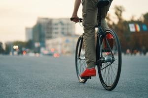 21 maja Dniem Dojazdu Rowerem Do Pracy: Polacy kochają jazdę na...