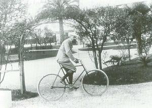 Ojciec ruchu olimpijskiego był zakochany w jeździe na rowerze. Mało...